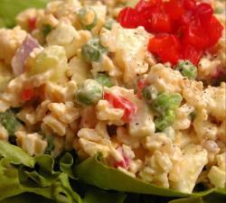 kak-prigotovit-salat-s-risom-i-yajjcami