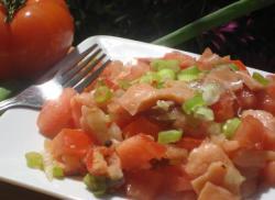 kak-prigotovit-salat-s-semgojj-i-pomidorami